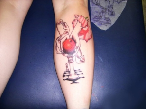 apple-with-chess-tattoo-on-back-of-leg